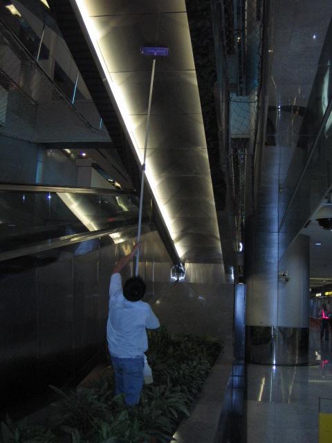 中正國際機場二期航廈電扶梯清潔